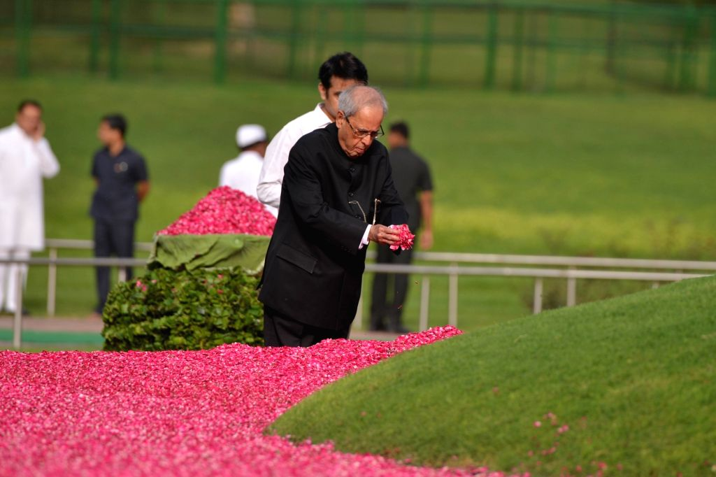 Former President Pranab Mukherjee pays tribute to Former Prime Minister Jawaharlal Nehru on his death anniversary at Shanti Van in New Delhi, on May 27, 2018. - Jawaharlal Nehru and Pranab Mukherjee