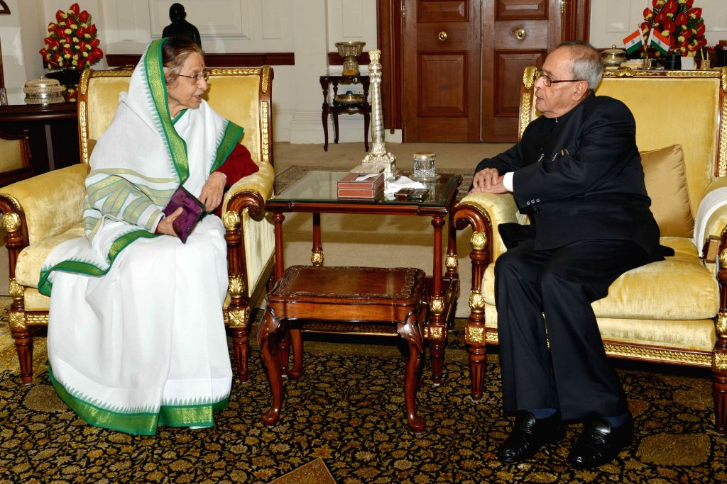 Former president Pratibha Patil calls on President Pranab Mukherjee  at Rashtrapati Bhawan in in New Delhi, on Aug 11, 2015. - Pranab Mukherjee