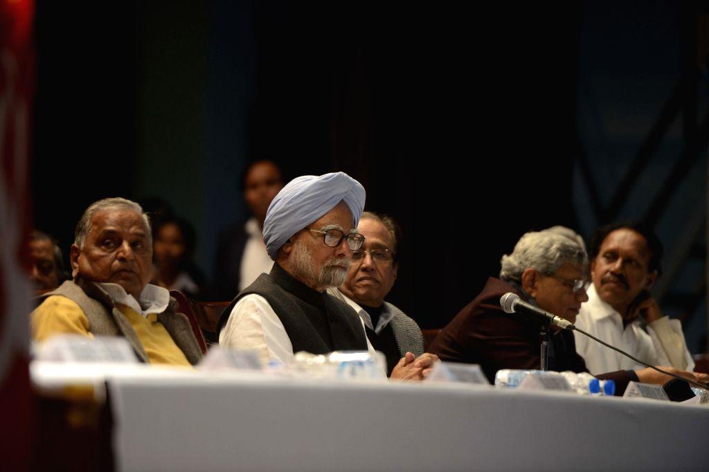Former Prime Minister and Congress leader Manmohan Singh with Samajwadi Party chief Mulayam Singh Yadav, CPI General Secretary Sudhakar Reddy and CPI-M general secretary Sitaram Yechury ... - Sitaram Yechury, Manmohan Singh, Mulayam Singh Yadav and Secretary Sudhakar Reddy