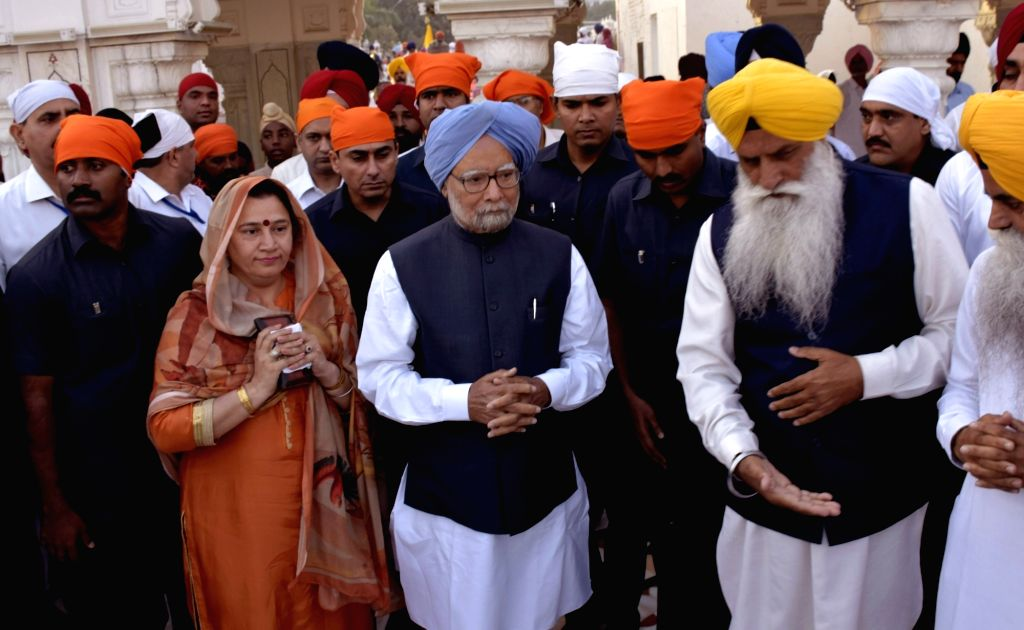 Former Prime Minister Dr Manmohan Singh pays obeisance at the Golden Temple in Amritsar on March 25, 2018. - D and Manmohan Singh