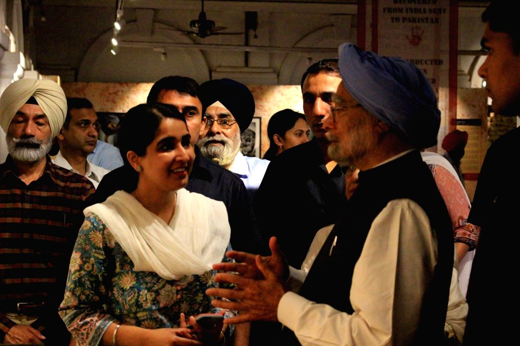 Former Prime Minister Dr. Manmohan Singh visits the Partition Museum at Town Hall in Amritsar on March 25, 2018. - D and Manmohan Singh