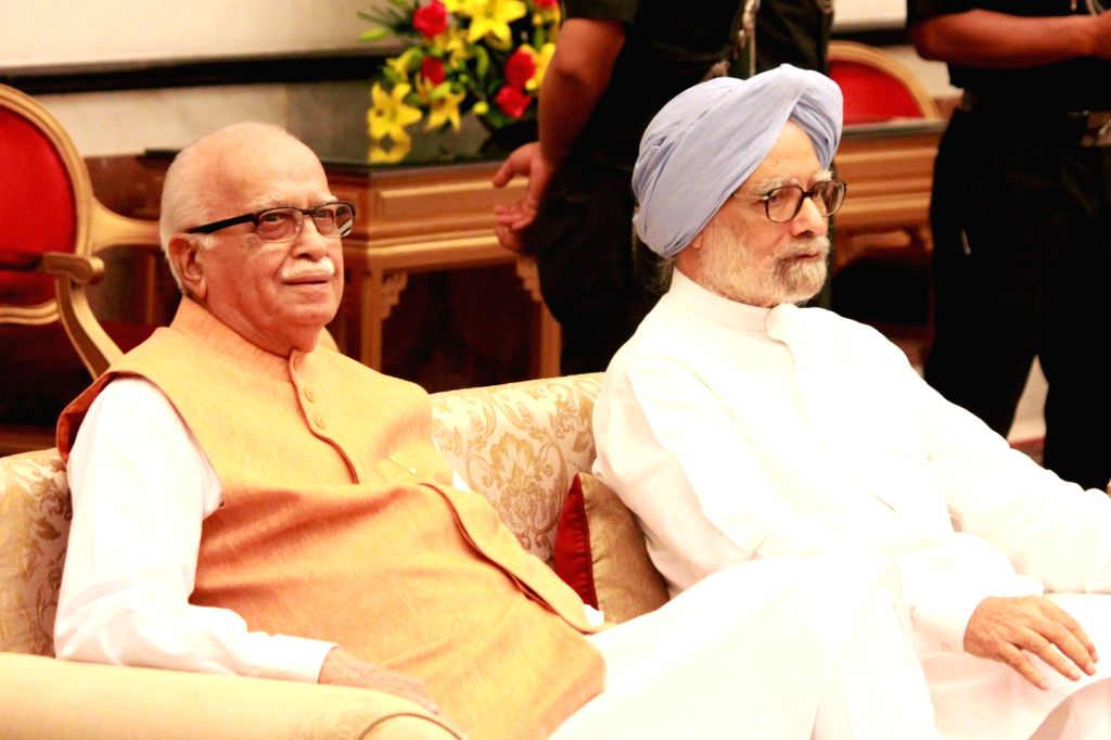 Former Prime Minister Dr Manmohan Singh with Senior BJP leader LK Advani during the 'At Home' function organised on the occasion of 70th Independence Day at Rashtrapati Bhavan, in New ... - D and Manmohan Singh