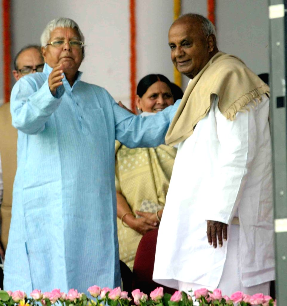Former Prime Minister HD Deve Gowda and RJD chief Lalu Prasad Yadav during the swearing-in ceremony of the new JD-U-RJD-Congress coalition government in Patna, on Nov 20, 2015. - Lalu Prasad Yadav