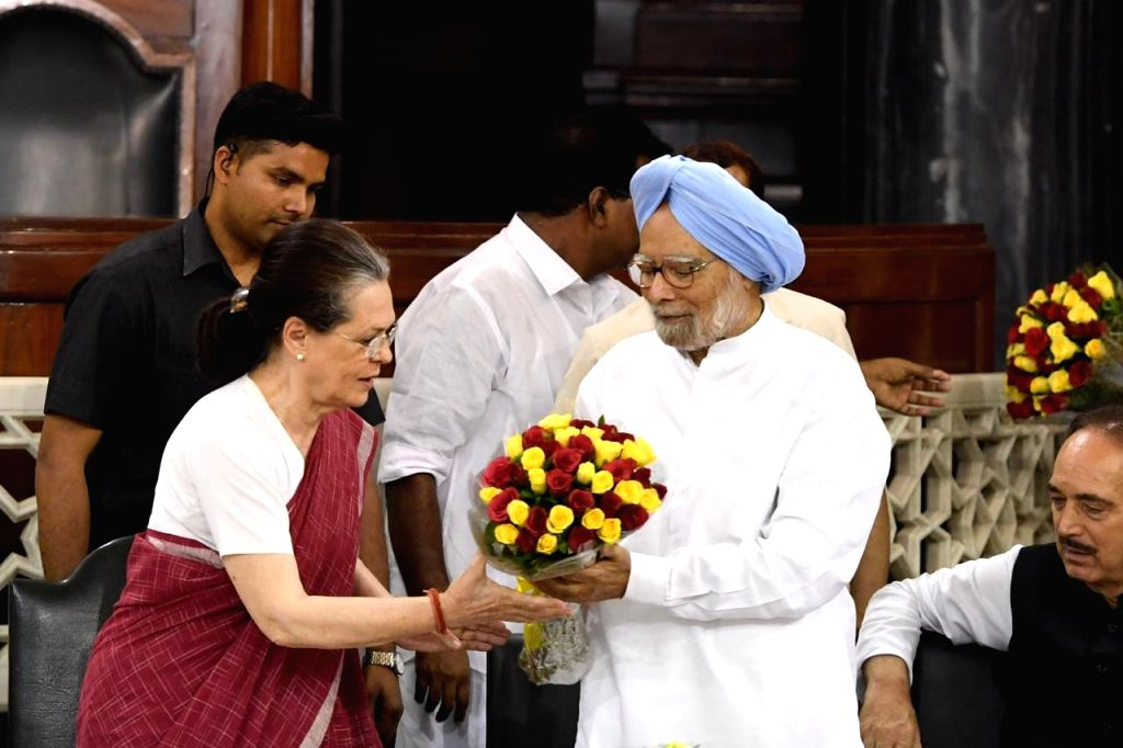 Former Prime Minister Manmohan Singh and Congress leader Sonia Gandhi  during Congress Parliamentary Party (CPP) meeting at Parliament in New Delhi on June 1, 2019. - Manmohan Singh and Sonia Gandhi