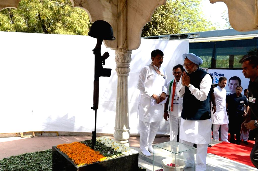 Former Prime Minister Manmohan Singh pays tribute to martyrs at Shaheed Smarak, in Ahmedabad, on March 12, 2019. - Manmohan Singh