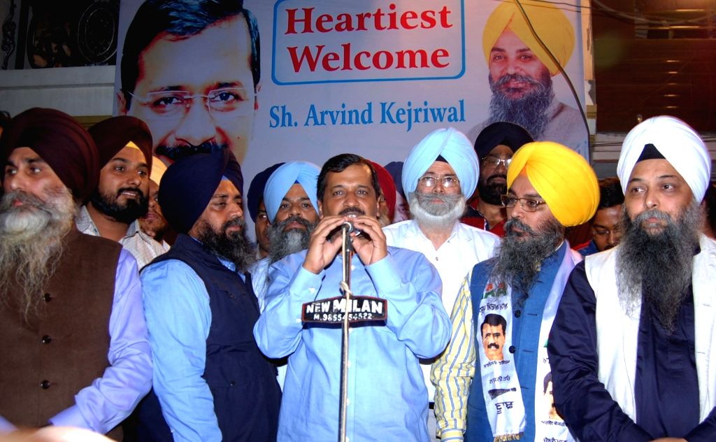 Former SAD member Jaswinder Singh joins AAP in the presence of AAP National Convener and Delhi Chief minister Arvind Kejriwal in Amritsar on Nov 26, 2016. - Arvind Kejriwal and Jaswinder Singh