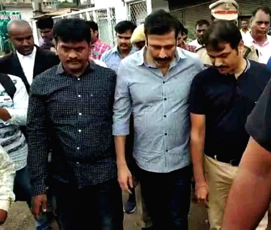 Former TV9 CEO Ravi Prakash being taken to be produced at Miyapur Court from Chanchal Guda Jail, in Hyderabad on Oct 17, 2019.