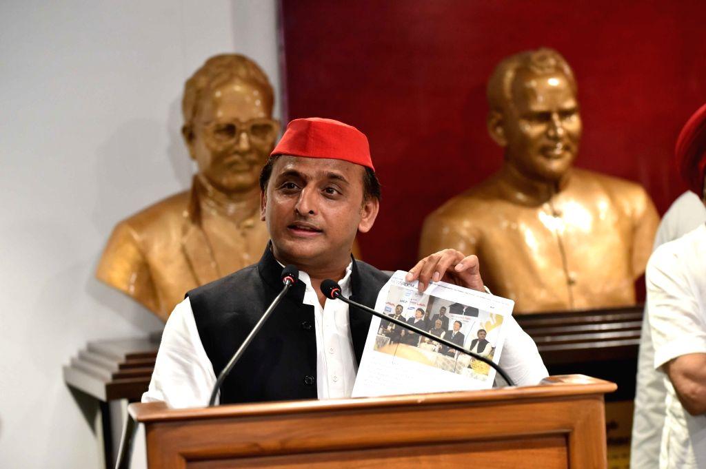Former Uttar Pradesh Chief Minister and Samajwadi Party president Akhilesh Yadav addresses a press conference in Lucknow on July 14, 2018. - Akhilesh Yadav