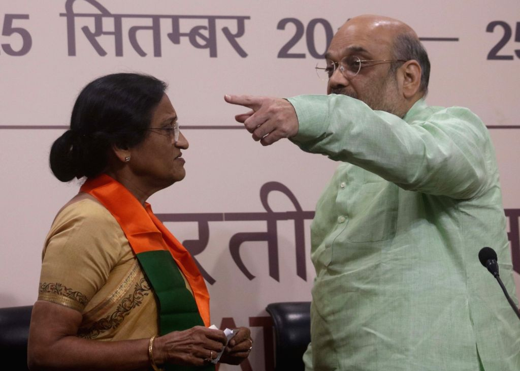 Former Uttar Pradesh Congress President Rita Bahuguna Joshi joins BJP in the presence of party chief Amit Shah in New Delhi on Oct 20, 2016. - Rita Bahuguna Joshi and Amit Shah