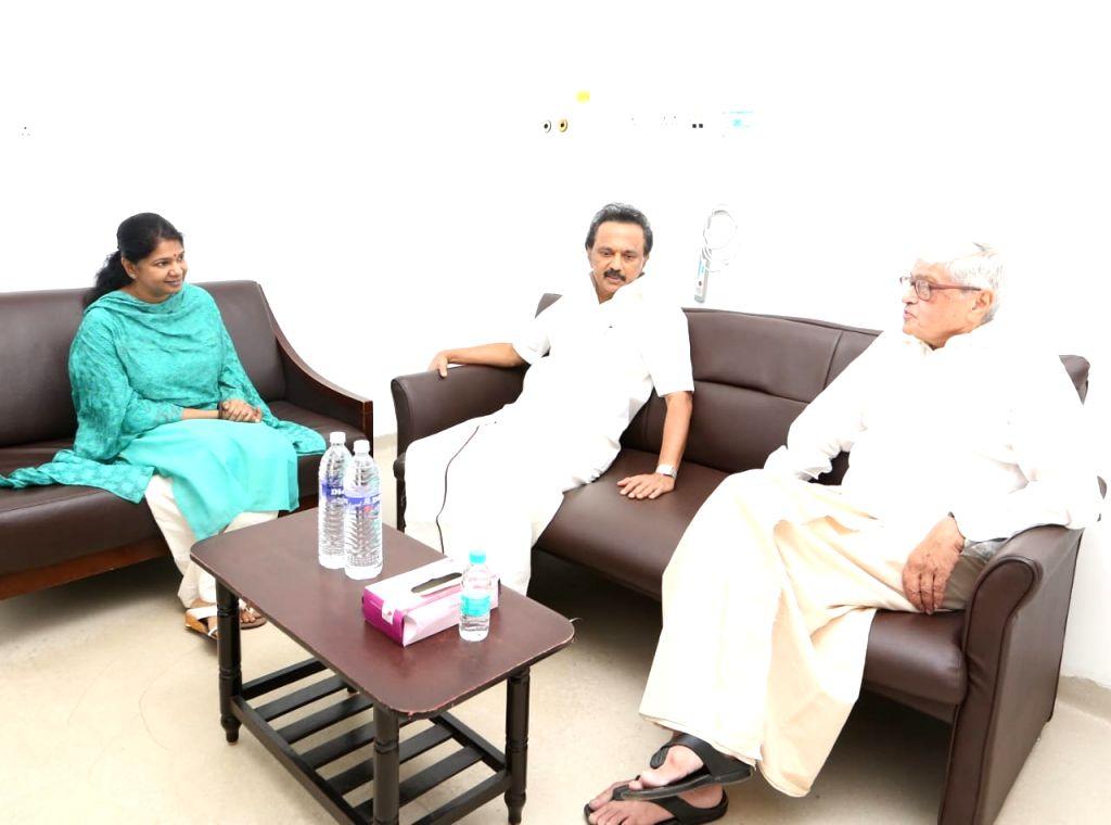 Former West Bengal Governor Gopalkrishna Gandhi with DMK leaders M.K. Stalin and Kanimozhi during his visit to the Kauvery Hospital where DMK President M. Karunanidhi is admitted, in Chennai ... - Gopalkrishna Gandhi