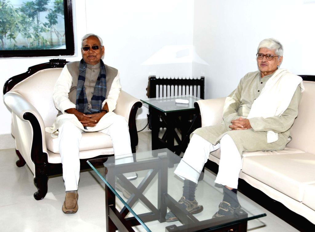 Former West Bengal Governor Gopalkrishna Gandhi meets Bihar Chief Minister Nitish Kumar in Patna on Feb 10, 2019. - Nitish Kumar and Gopalkrishna Gandhi