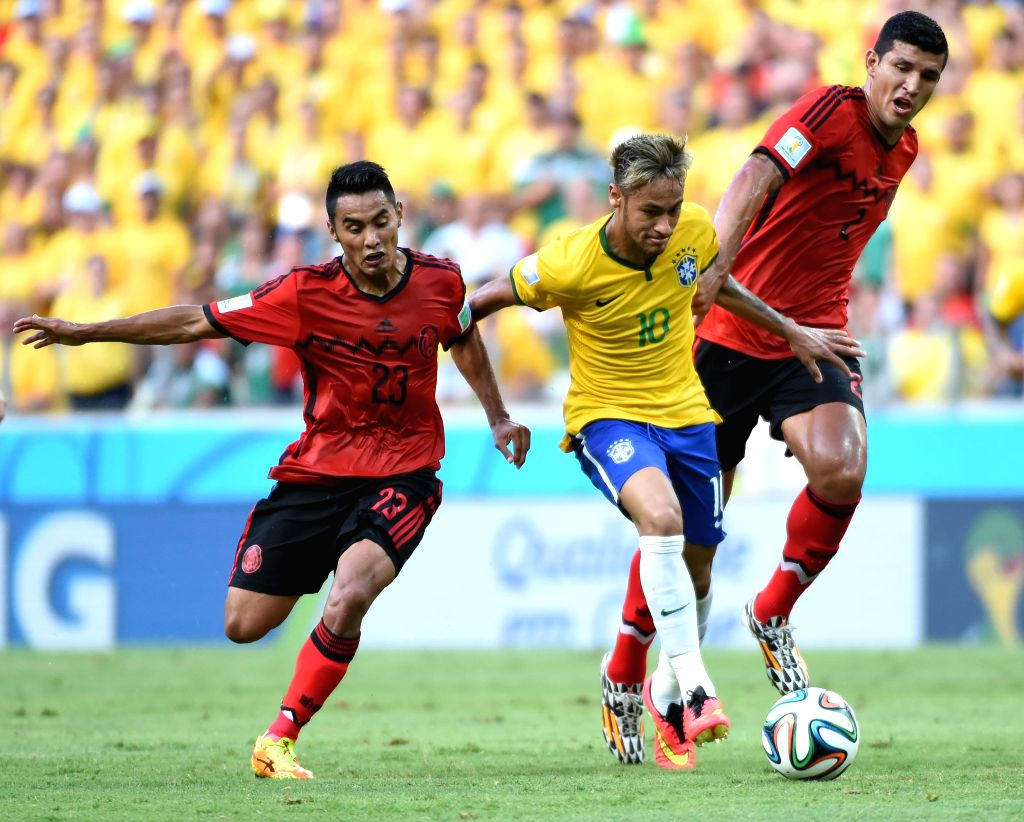Brazil's Neymar (C) controls the ball during a Group A match between Brazil and Mexico of 2014 FIFA World Cup at the Estadio Castelao Stadium in Fortaleza, ...