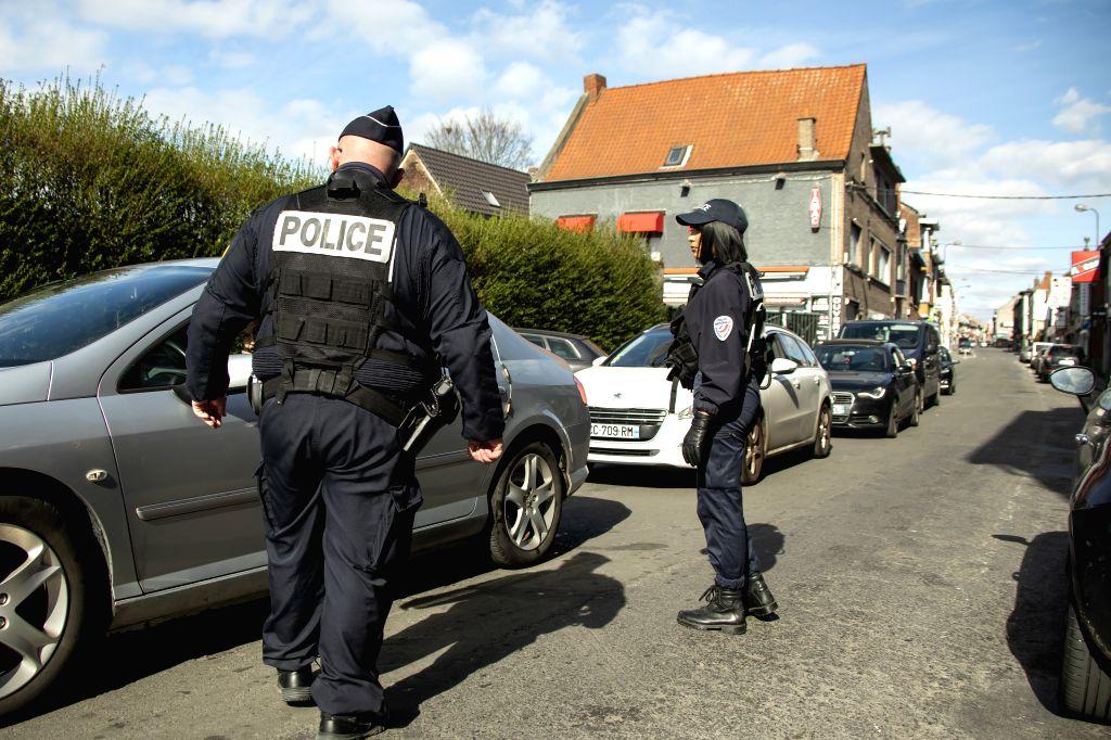 France knife attack probed over terrorism link (Lead)