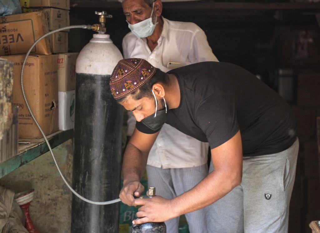 Free Oxygen distribute by Haji Rizwan and Haji Farman for Covid-19 patient at Gali Ahata Meer Bukhari Turkman gate in new Delhi on Wednesday April 21, 2021..