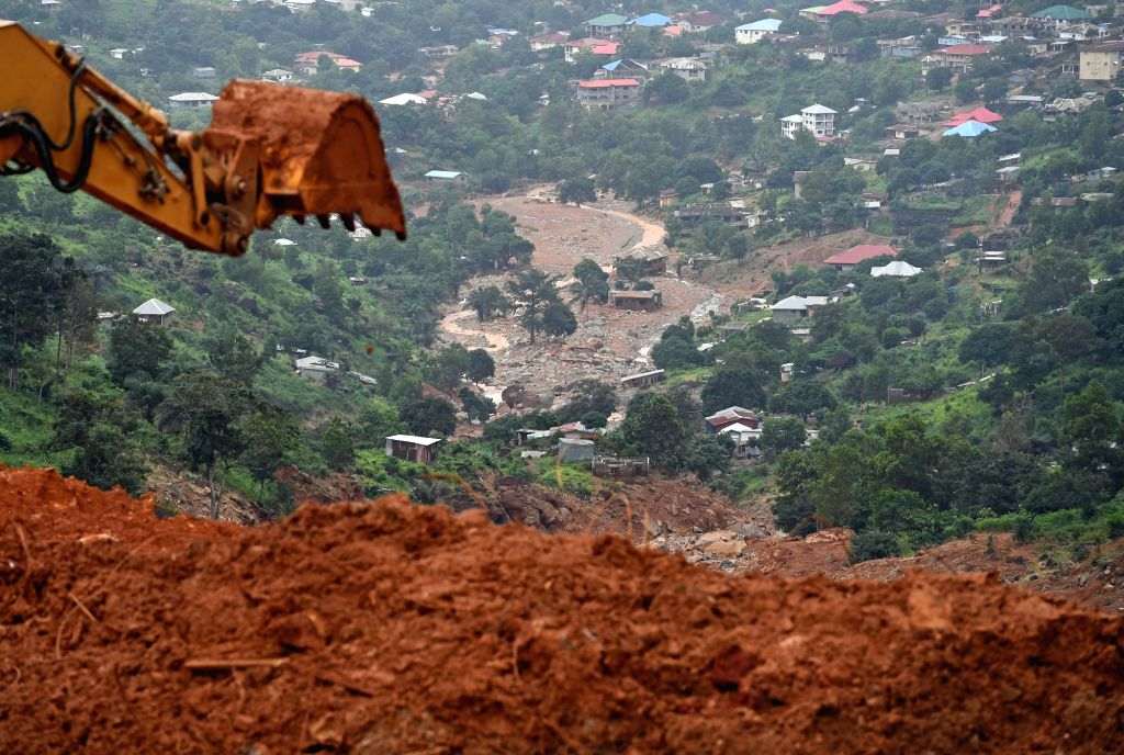 FREETOWN, Aug. 18, 2017 - Digging machine is seen to clear the site of the mudslides in Freetown, capital of Sierra Leone, on Aug. 18, 2017. The UN Office for the Coordination of Humanitarian Affairs ...