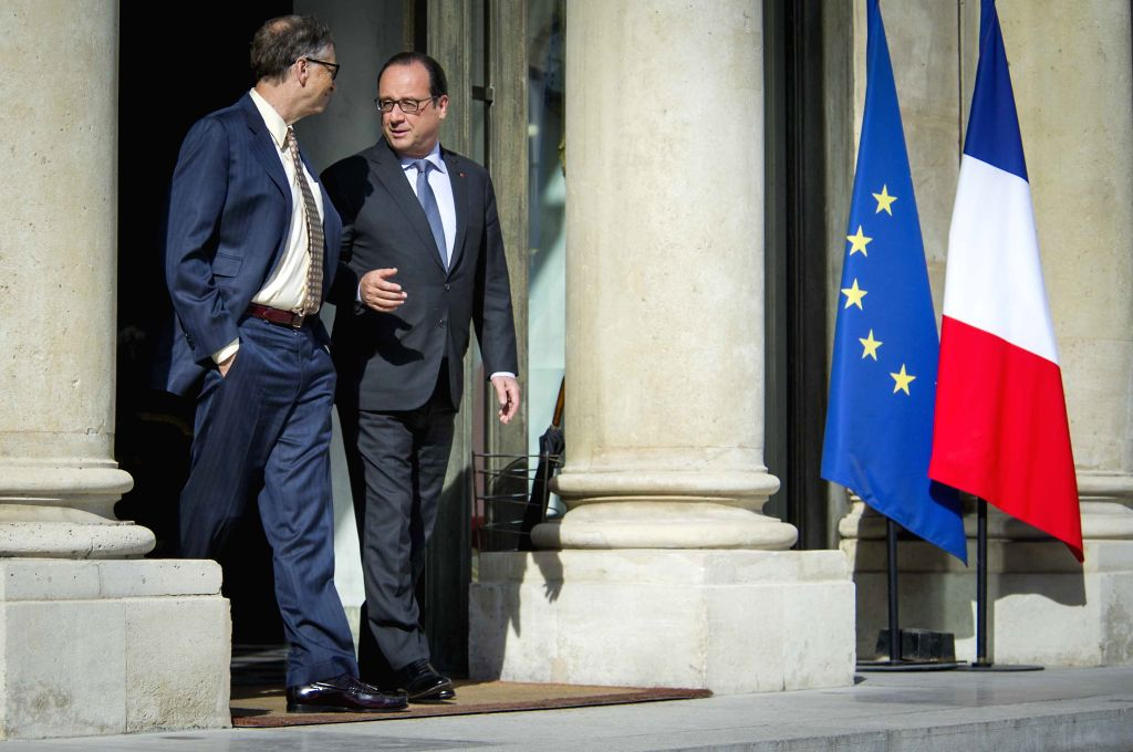 French President Francois Hollande (R) talks with Microsoft founder Bill Gates, co-chair of the Bill & Melinda Gates Foundation, after their meeting at the Elysee ...