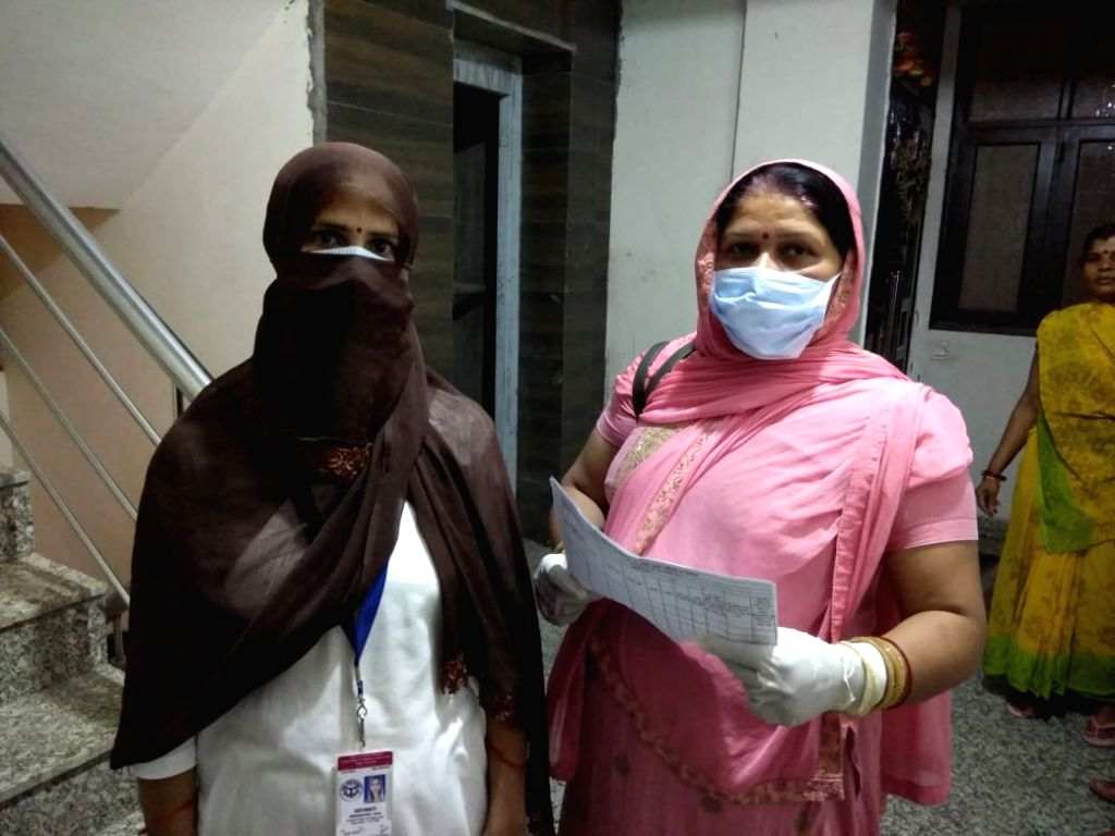 Frontline workers in corona war in UP's hinterland risk lives to collect vital info (IANS Special).