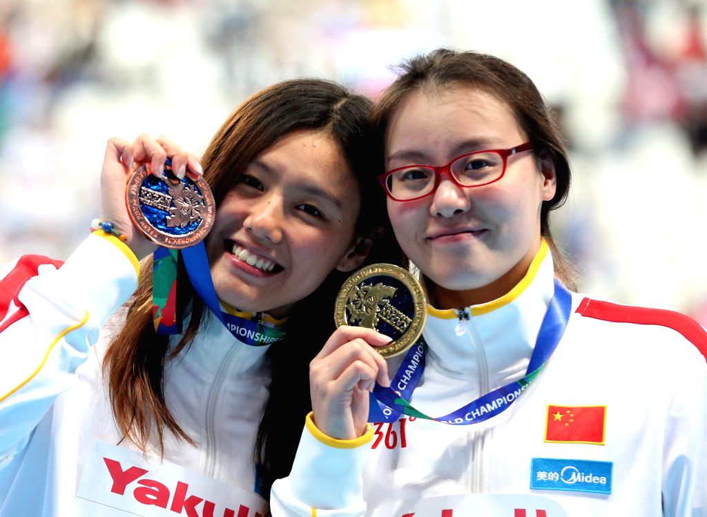 Fu Yuanhui(R) and Liu Xiang of China display their medals after the awarding ceremony of the women's 50m backstroke final at the 2015 FINA World Championships in ...