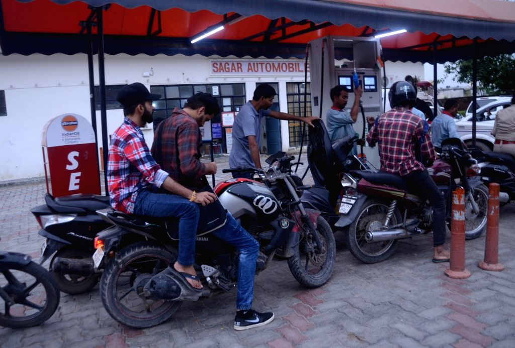 Fuel prices fall again even as Brent rises marginally. (Photo: Photo: IANS)