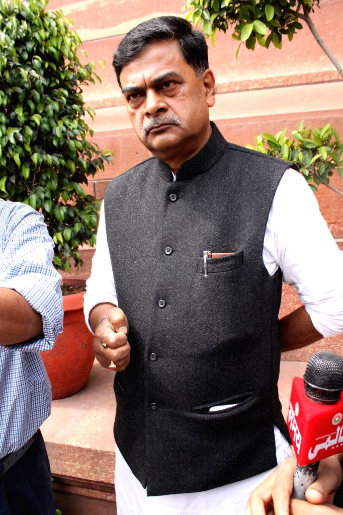 Funding to be plugged for non reforming discoms: Power Minister
