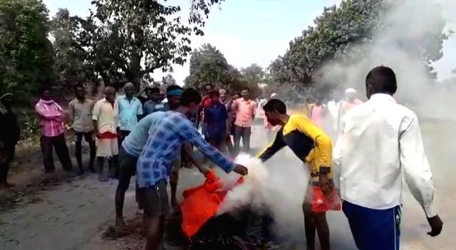 Gadchiroli: Tribal inhabitants of the remote Kangadi village in Maharashtra's Gadchiroli marched on the outskirts of the hamlet, yanked off several banners put up by Maoist groups and then made a bonfire of them, in a gesture of revolt against Maoist