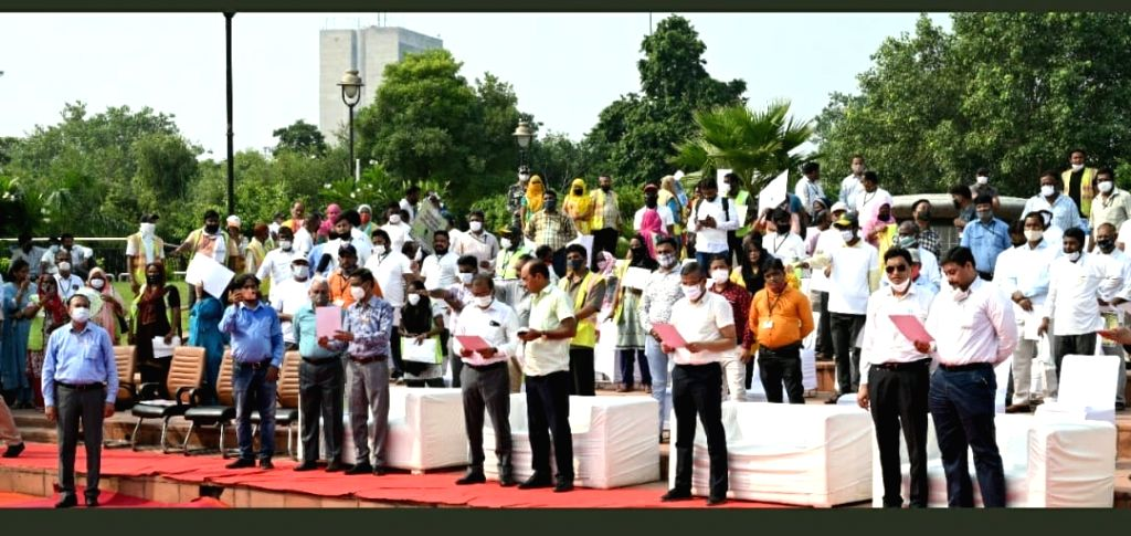 Gandhiji undertook 30 cleanliness campaigns for the journey of cleanliness with cleanliness.