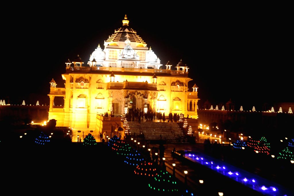 Gandhinagar: Akshardham temple, lit by 10 thousand oil-lit lamps  on the eve of Diwali in Gandhinagar on Nov 10, 2015. The lamps will continue to light the temple till 16th November 2015. (Photo: IANS)