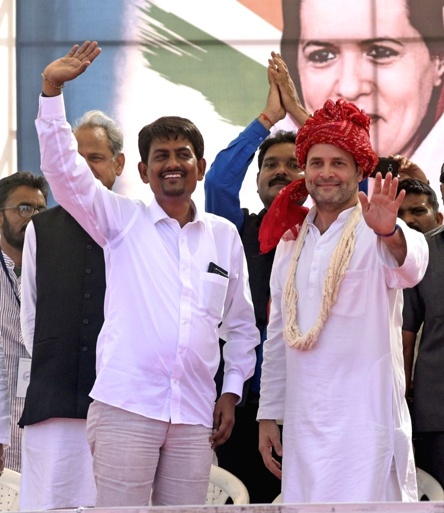 Gandhinagar: Congress Vice President Rahul Gandhi with Gujarat OBC leader Alpesh Thakore who joined the party during a public meeting in Gandhinagar on Oct 23, 2017. (Photo: IANS) - Rahul Gandhi