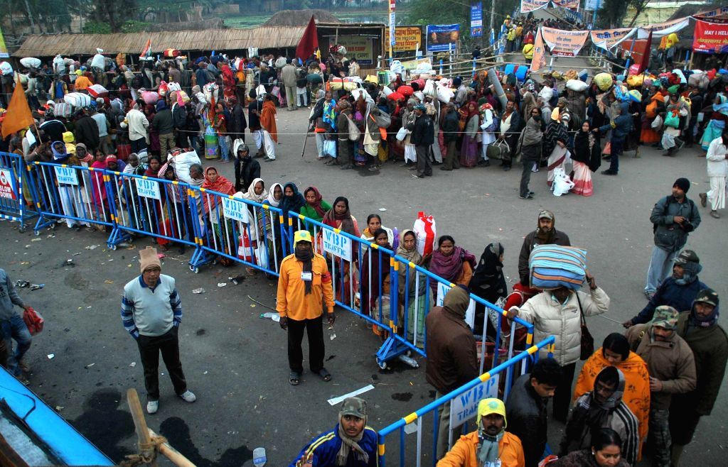 People on their way back home from the Gangasagar island, some 160 km south of Kolkata after taking holy dip on Makar Sankranti, on Jan 15, 2015.