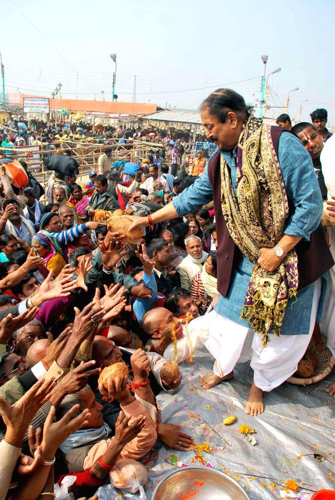 Pilgrims throng Kapilmuni's Ashram after taking a `holy dip` on Makar Sankranti at Gangasagar island some 160 km south of Kolkata on Jan 14, 2015.
