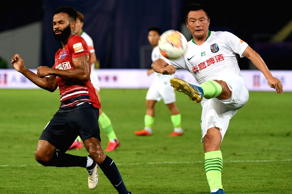 Gao Xiang (R) of Qingdao Huanghai competes during the 4th round match between Chongqing Dangdai Lifan and Qingdao Huanghai at the postponed 2020 season Chinese ...