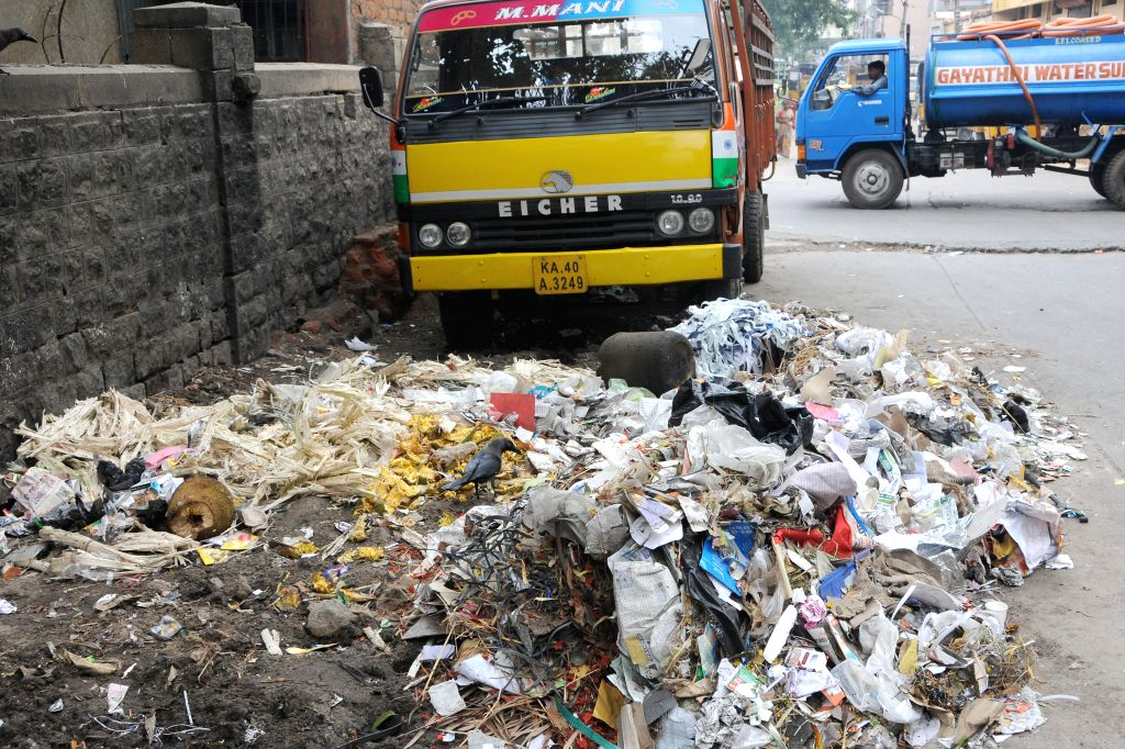 Garbage being dumped on road side at JC road, BBMP has miserably failed to handle the Garbage Crisis, with Mandur  landfill residents on warpath, it looks like  we have a volcanoes in the making, ...