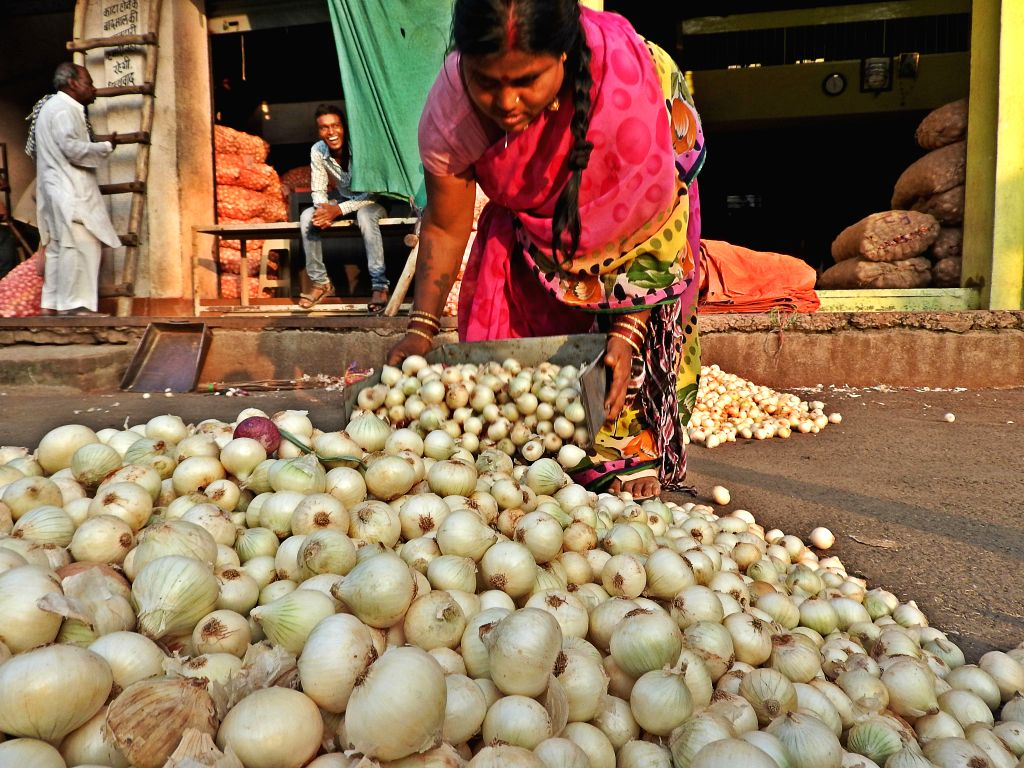 Garlic, onion lower colorectal cancer risk: Study. (Photo: IANS)