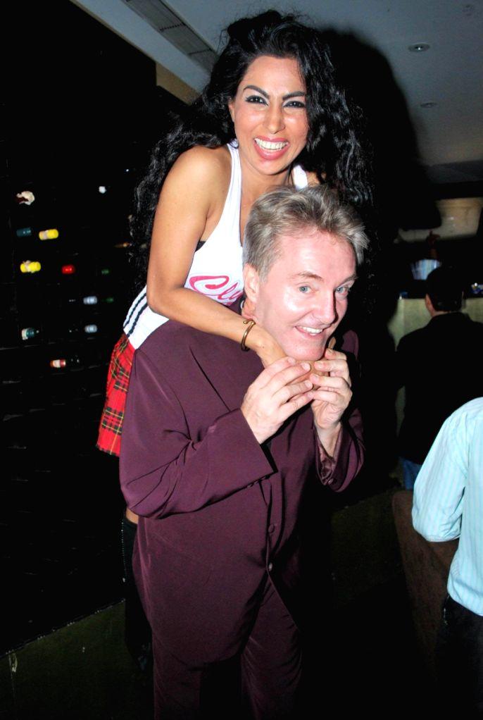 Gary Richardson play at Tequila lounge, in Mumbai.