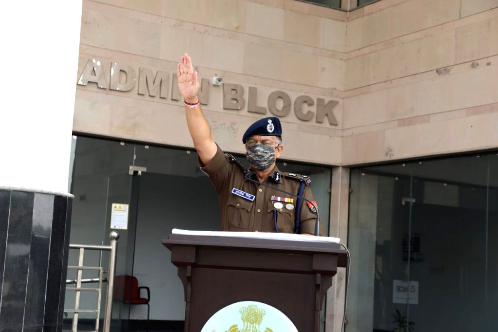 Gautam Buddha Nagar: Police Commissioner administered the oath of national unity and integrity by remembering Iron Man.