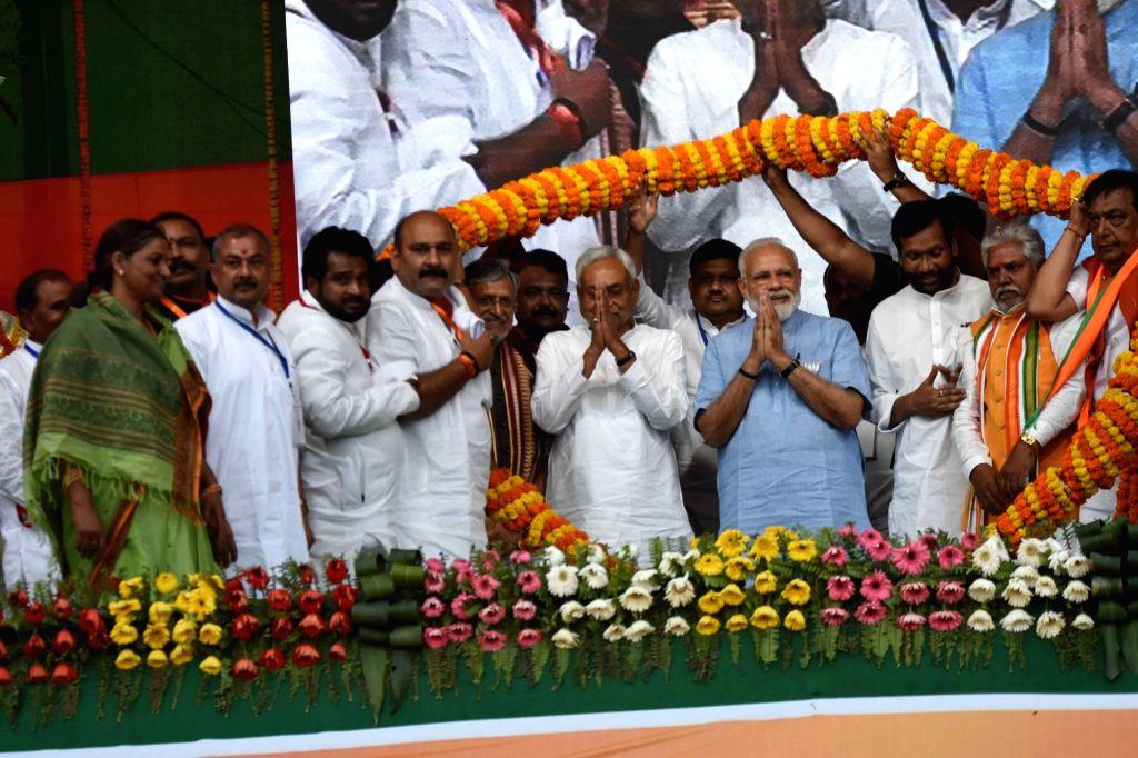 Gaya: Prime Minister and BJP leader Narendra Modi, party leaders Prem Kumar, Sushil Kumar Modi, Bihar Chief Minister and JD-U President Nitish Kumar and Lok Janshakti Party chief Ram Vilas Paswan during a public rally in Bihar's Gaya, on April 2, 201 - Narendra Modi, Prem Kumar, Sushil Kumar Modi and Nitish Kumar