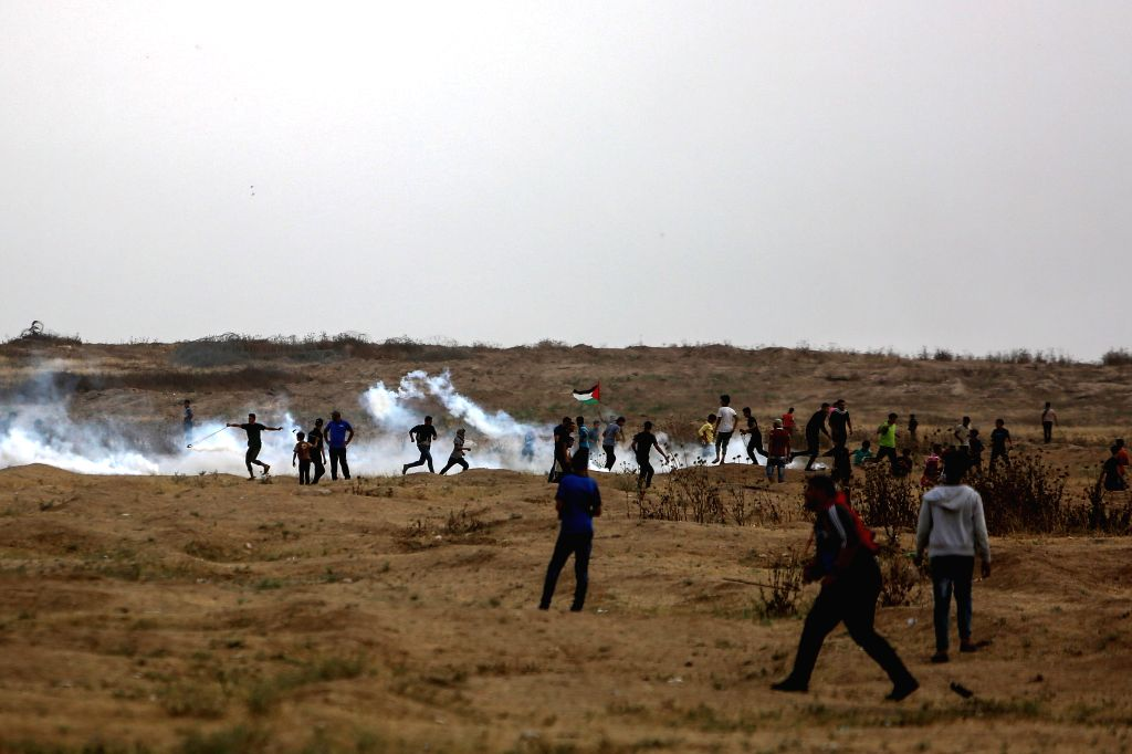 GAZA, May 31, 2019 - Palestinian protesters clash with Israeli troops on the Gaza-Israel border, east of Gaza City, May 31, 2019. At least 11 Palestinians were injured on Friday afternoon during ...