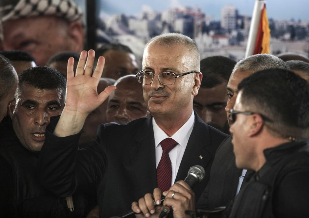 GAZA, Oct. 2, 2017 - Rami Hamdallah (C), Prime Minister of the Palestinian Consensus Government, waves upon his arrival at Beit Hanun in the Gaza Strip after crossing the borders between the northern ...