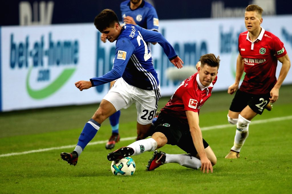 GELSENKIRCHEN, Jan. 22, 2018 - Waldemar Anton (R, front) of Hannover and Alessandro Schoepf (L, front) of Schalke battle for the ball during the Bundesliga match between FC Schalke 04 and Hannover 96 ...