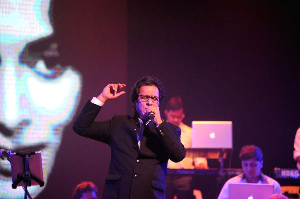 Ghazal singer Talat Aziz perform during the Bollywood Classics with Ghazal singer Talat Aziz ``Yeh Shaam Mastani`` show in Mumbai, on Aug 20, 2015.