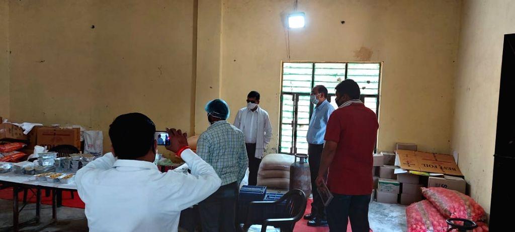 Ghaziabad DM and SSP visit community kitchen during lockdown.