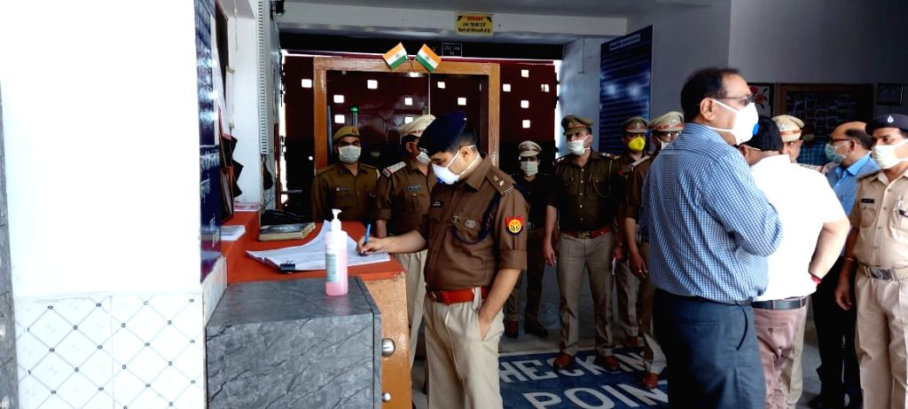 Ghaziabad DM and SSP visit Dasna Jail for COVID-19 inspection during 'Janata Curfew'.