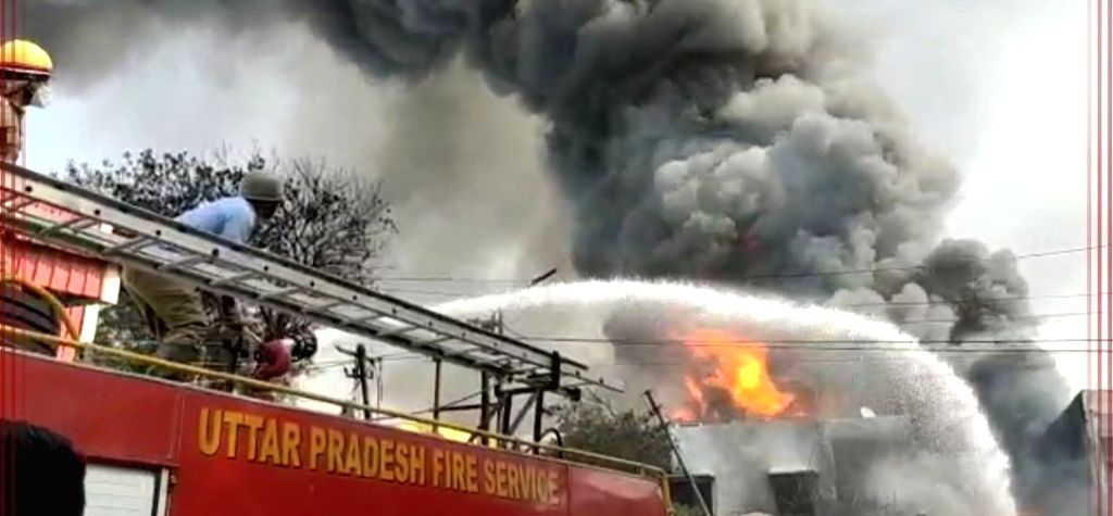 Ghaziabad factory caught fire, factory exploded in drums.
