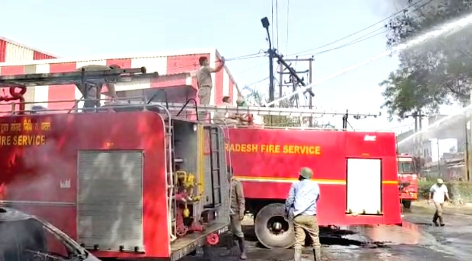 Ghaziabad : Ghaziabad factory caught fire, factory exploded in drums.