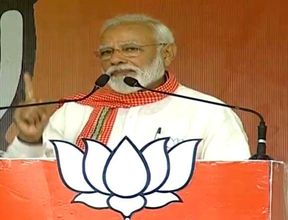 Ghazipur: Prime Minister Narendra Modi addresses a public rally in Uttar Pradesh's Ghazipur, on May 11, 2019. (Photo: IANS) - Narendra Modi