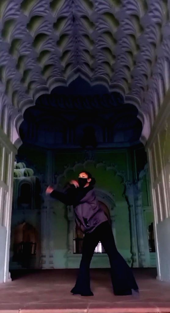 girl dancing in Imambara