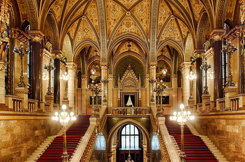 Glimpse of the Hungarian Parliament Building (Photo: Hungarian Information and Cultural Center)