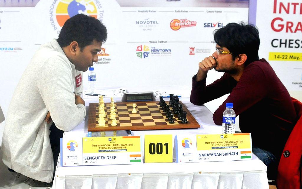GM Deep Sengupta (L) with GM Narayanan Srinath at the 3rd Kolkata International Open Grandmasters Chess Tournament 2018 in Kolkata, on May 21, 2018.