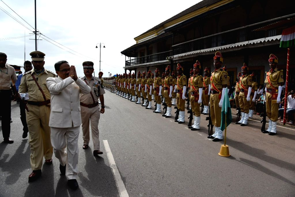 Goa Chief Minister Laxmikant Parsekar inspects Guard of Honour during Independence Day celebration at Old Secretariat in Panaji on Aug 15, 2016. - Laxmikant Parsekar