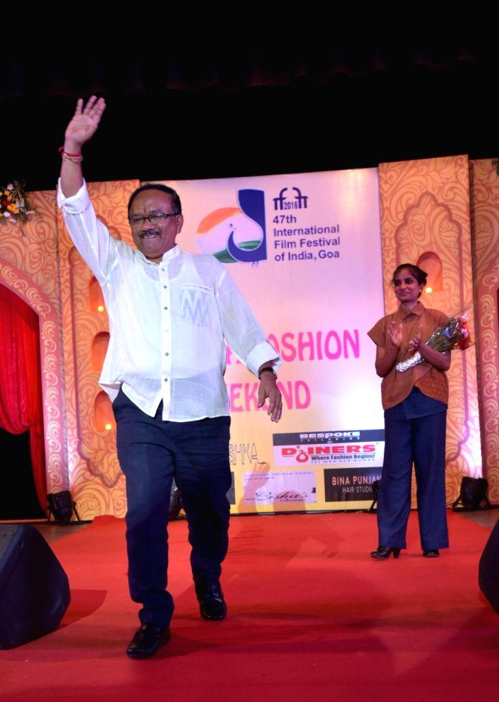 Goa Chief Minister Laxmikant Parsekar with Fashion designer Ninoshka Alvares-Delaney during the 47th International Film Festival of India (IFFI-2016), in Panaji, Goa on Nov 27, 2016. - Laxmikant Parsekar